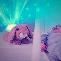 Λαγός Ruby προβολέας Προτζέκτορας ύπνου αστεριών με χτύπο καρδιάς, λευκό ήχο, μελωδία ZAZU πλενόμενος